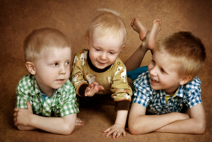 three brothers chatting with brown background