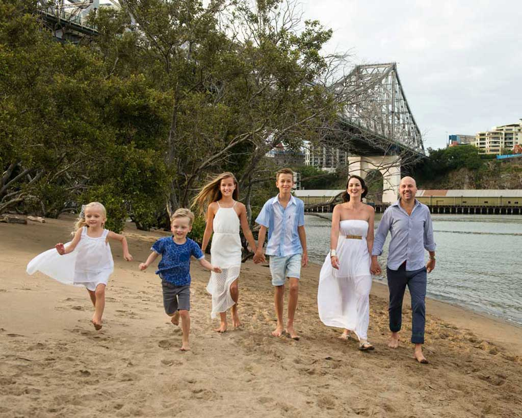 brisbane family group photos on location kangaroo point