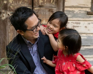 candid moments with dad and daughtersduring family photoshoot