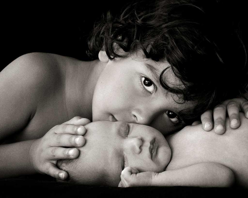 stunning black and white newborn and sibling photoshoot Brisbane